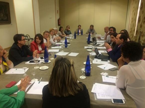 Representantes de las distintas asociaciones en el momento de la reunión